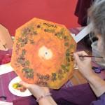 "Ruxandra peint une swiss brain clock selon une inspiration du mythe ""Les raisins"" de Rumi"